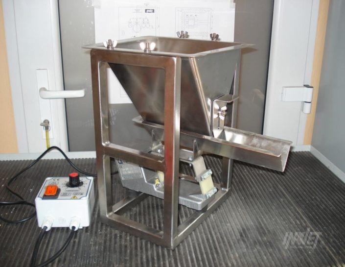 Dozownik wibracyjny LEV ze zbiornikiem zasypowym