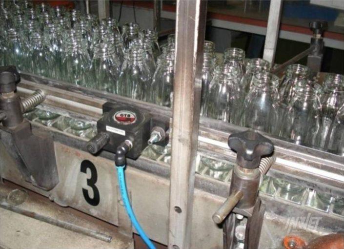 Wibrator turbinowy na linii butelkowej